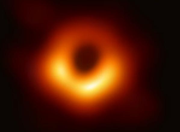 撮影に成功したブラックホール、ここに落ちたらどうなる?
